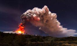 Cómo el Monte Etna, el volcán más grande de Europa, se desliza cada año hacia el Mediterráneo