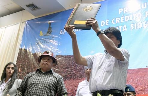 Morales promulga ley de financiamiento para construcción de la planta siderúrgica del Mutún