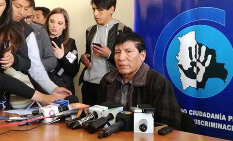 Gobierno anuncia acciones legales contra docente acusado de discriminación en Santa Cruz