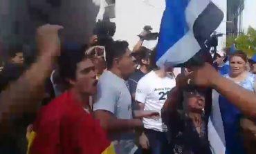 Discusiones entre activistas del 21F y simpatizantes del MAS