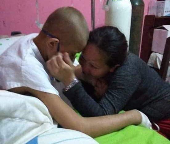 Fallece «Chumita», el hijo con cáncer de la boliviana que traficó droga para ayudarlo