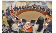 Los trabajadores piden reducir salario a los ministros de Evo