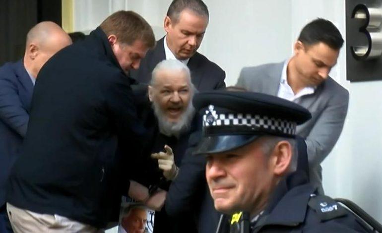 Julian Assange fue arrestado por un pedido de extradición de EE.UU.