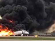 """Accidente de Aeroflot en Rusia: """"Mientras huíamos podía ver las ventanas derritiéndose por el fuego"""""""
