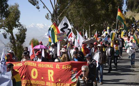 Marcha exige la renuncia de vocales del TSE y llama a evitar la violencia
