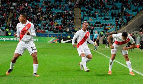 Perú somete a Chile y define el título de la Copa con el anfitrión