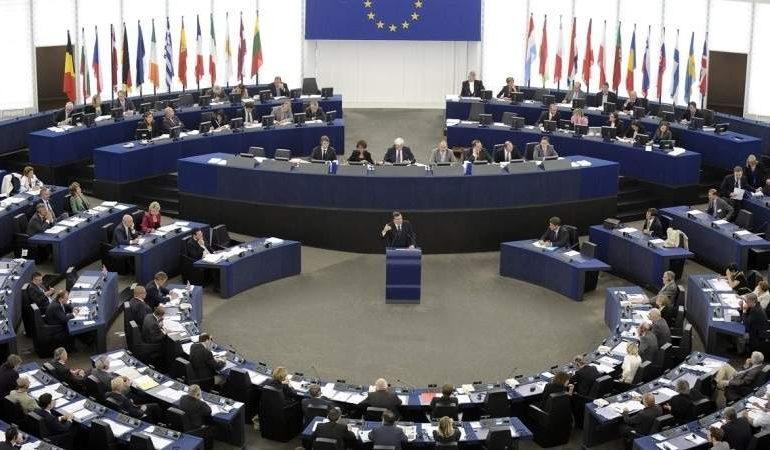"""Eurocámara rechaza calificar de """"golpe de estado"""" la salida de Evo"""