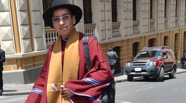 Gualberto Cusi se postula para vocal del TSE