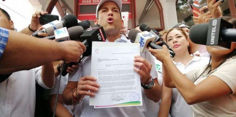 Camacho pone su candidatura «en blanco» y llama a formar un solo frente contra el MAS