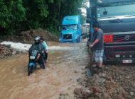 Suspenden salidas de buses al oriente por la carretera nueva tras derrumbes