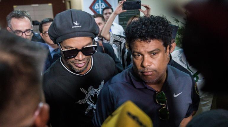 Ronaldinho y su hermano detenidos en Asunción en causa de pasaportes falsos