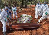 """La OMS alerta que la pandemia sigue """"acelerándose"""" en el mundo"""
