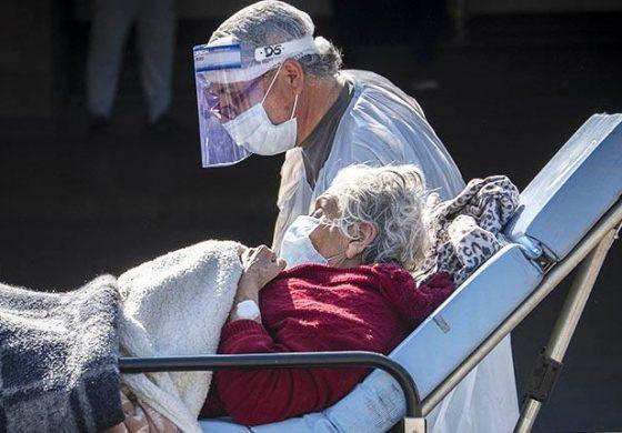 """Chile se acerca a 300.000 casos y destaca realidades """"desiguales"""" en el país"""