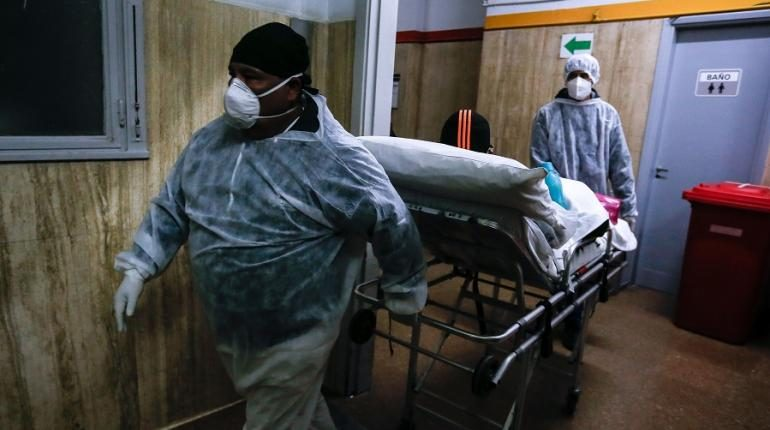 OMS: casos de coronavirus se acercan a 25 millones