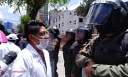 Médicos a Arce: Ya no podemos aguantar esta condena a muerte por el Covid-19