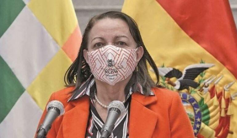 Justicia imputará a exministra Roca por compra de respiradores chinos