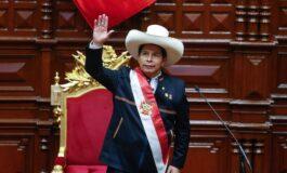 Pedro Castillo jura a la Presidencia del Perú con el desafío de convocar a una Asamblea Constituyente plurinacional