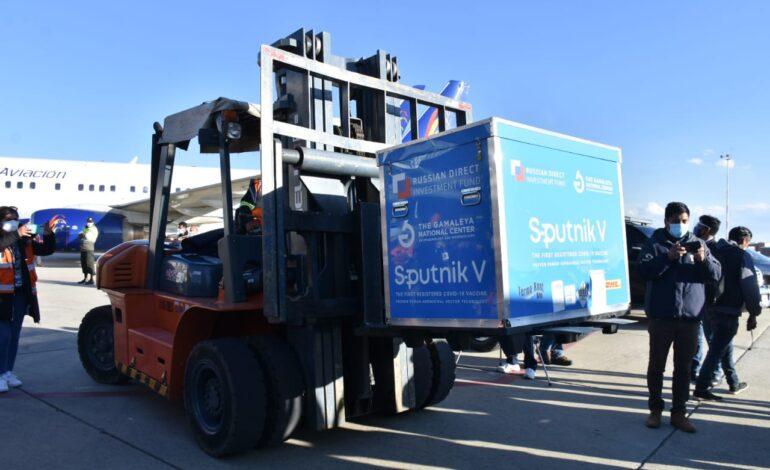 Arce anuncia que 370.000 segundas dosis de Sputnik V llegarán a Bolivia la próxima semana