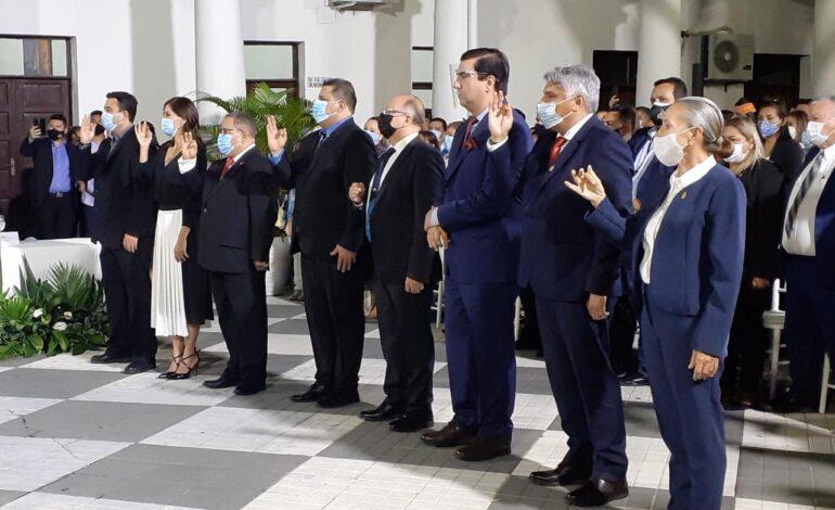 Fernández posesiona a los nuevos secretarios municipales
