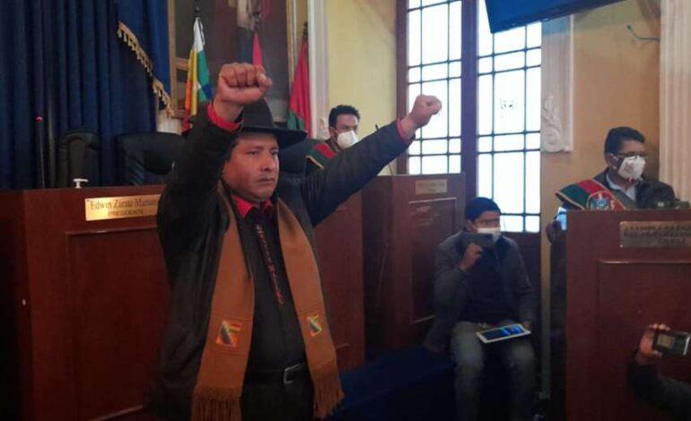 Santos Quispe es posesionado como Gobernador de La Paz