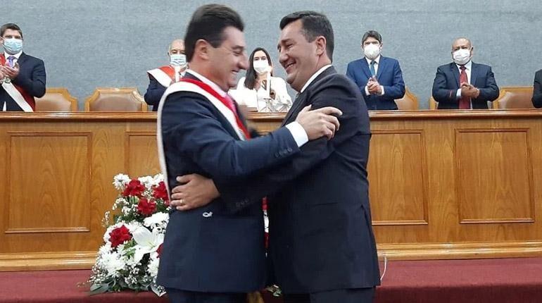 Torres toma el cargo de Alcalde de Tarija y llama a construir una nueva ciudad