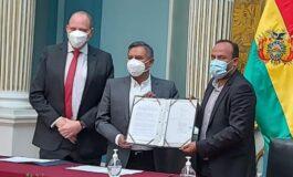 Bolivia firma acuerdo para la producción de hasta 15 millones de vacunas y gestiona la patente ante la OMC