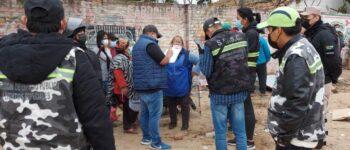 Comerciantes que venden animales en espacio público son notificados por el Gobierno Municipal