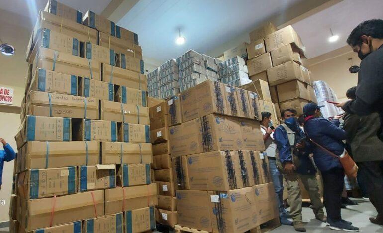 Hallan tres depósitos llenos de medicamentos e insumos sin usar en Cochabamba