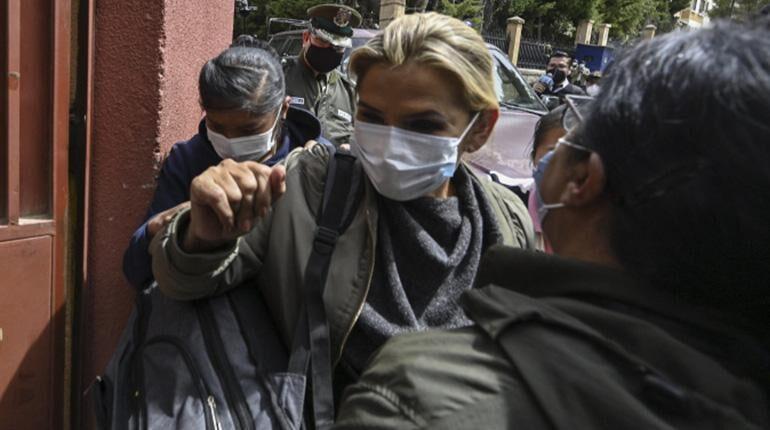 """Áñez declaró que Gabinete firmó decretos de compra de gases """"por la vía rápida"""" a pedido de Murillo y López"""