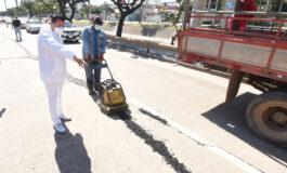 Alcalde supervisa avance de los trabajos de bacheo en la capital cruceña
