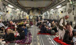 Las evacuaciones siguen a cuentagotas por el caos en el aeropuerto de Kabul